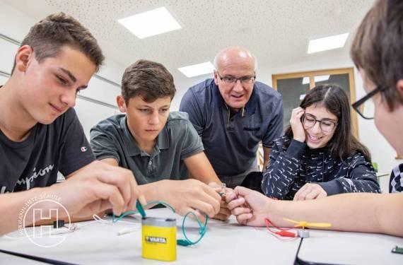 Praxisbezogener Unterricht durch kleine Lerngruppen im Lietz Internat Hohenwehrda